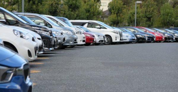 最低価格はそれだけ古い車が多い